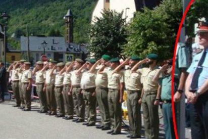 Chulerías: Este jefe de los Mossos se niega a saludar a la bandera de España