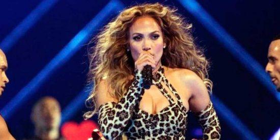 La vergonzosa caída en pleno show de Jennifer Lopez