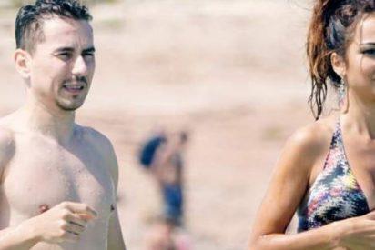 Pillan a Jorge Lorenzo en la playa con su nueva novia