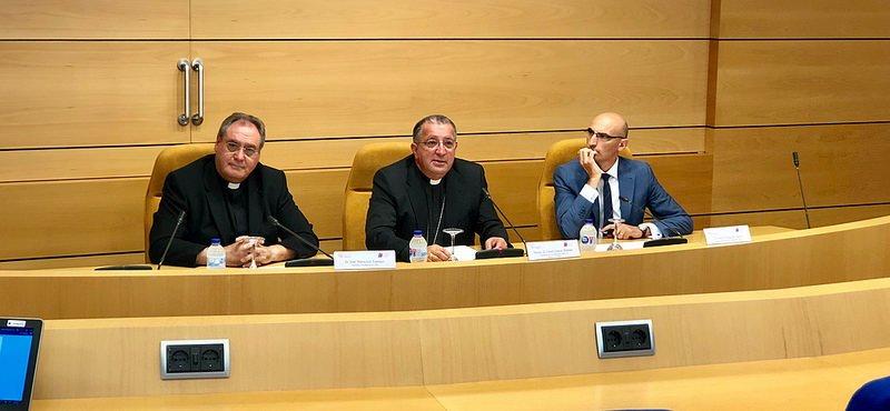 """Los obispos claman contra la """"desamortización encubierta"""" de sus bienes por parte del Gobierno"""