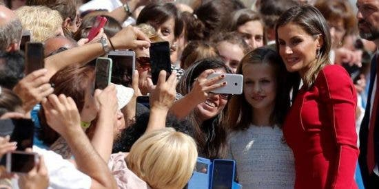 La triple descortesía de doña Letizia a lo español en el día más importante para su hija mayor