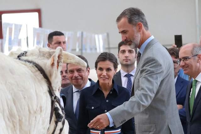 El saludo de la reina Letizia a una vaca salmantina que deja sin decir ni mu a muchos