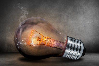 El Gobierno socialista suspende un impuesto a la electricidad, pero no toca el IVA