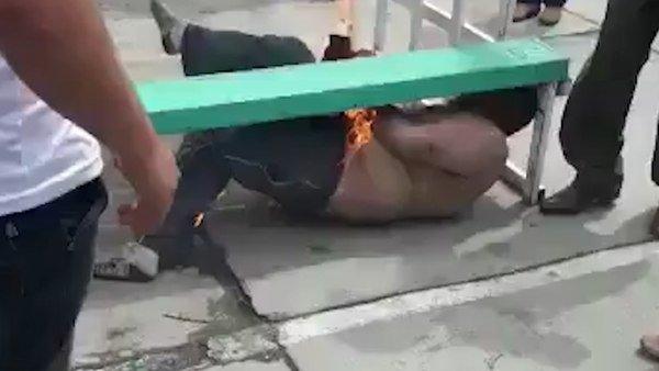 Linchan y prenden en fuego a un funcionario de la Fiscalía de México