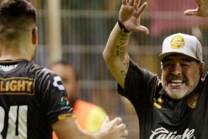 Maradona debuta triunfando en México como entrenador