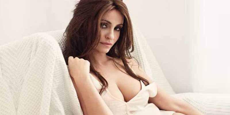 Melani Olivares posa desnuda en plena calle y lo saca a Instagram... ¡con la basura!