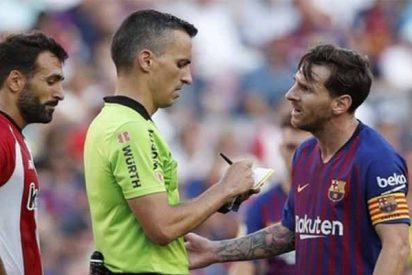 """Messi 'sopapea' al árbitro tras el petardazo del Barça: """"Me estás amenazando"""""""