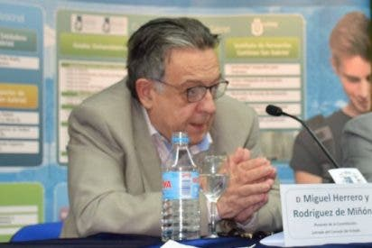 El Consejo General de Procuradores de España premia a los padres de la Constitución