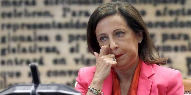 LA MINISTRA DE DEFENSA DEBE DIMITIR Y OCUPAR UN DESTINO IRRELEVANTE