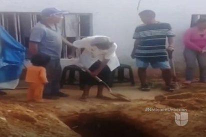 Funeraria Podemos: La octogenaria venezolana que tiene que cavar una fosa para su hijo en el patio de casa
