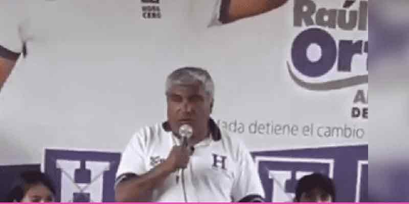 Un candidato electoral peruano olvida el nombre de su partido político durante un mitin