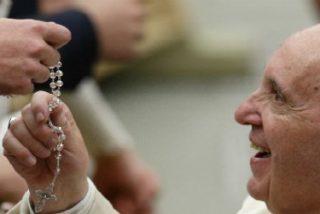 """Un día después del último disparate de Viganò, el Papa pide rosarios contra los """"ataques del diablo"""""""