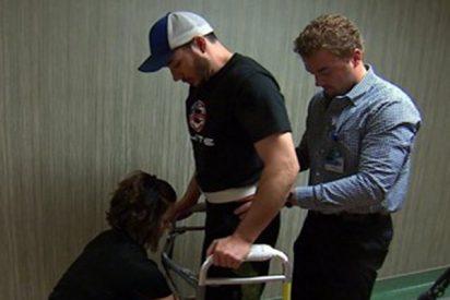 Este parapléjico consigue volver a caminar gracias a estimulación eléctrica en su médula espinal