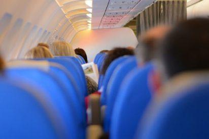 """Monta este escándalo y amenaza con abrir la puerta del avión por """"tener mucho calor"""""""