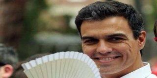 El 'vídeo fake' del hipócrita Pedro Sánchez en Moncloa con ciudadanos de copia y pega