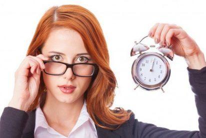 El Gobierno Sánchez se documenta sobre el cambio de hora enchufando... ¡a 14 expertos!