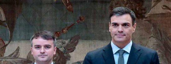 Otra mentira: El jefe de gabinete de Sánchez falseó su currículum y la George Washington dice que nunca estudió allí