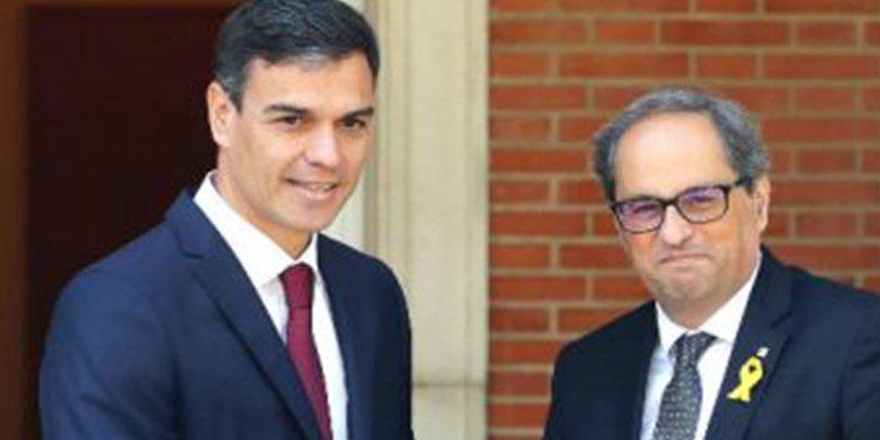 El 'okupa' Sánchez ofrece al sectario Torra una reforma constitucional para acabar con el español en Cataluña