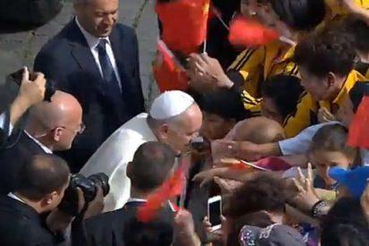 """Francisco escribe a los católicos chinos: """"La fe cambia la historia"""""""