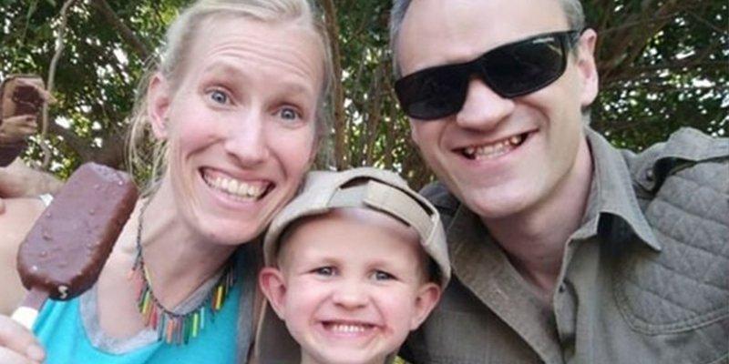 Esta familia de científicos lucha por su vida tras el feroz ataque de una 'tierna' jirafa