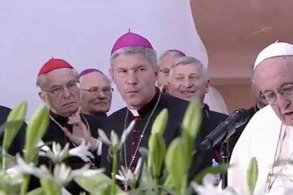 """Francisco, a los sacerdotes y religiosos lituanos: """"No somos funcionarios de Dios"""""""