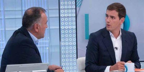 TVE: Sánchez lanza al 'lechero' Fortes contra Rivera, cumpliendo así su amenaza