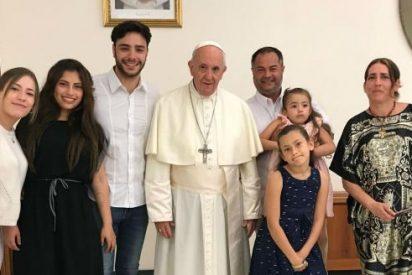 """""""Y un día... el Papa que habla tu idioma te casa en privado ante los ojos de tus hijas"""""""
