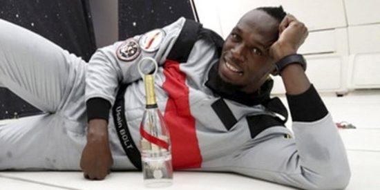 Esto es los que pasa cuando Usain Bolt corre con gravedad cero