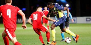 El colmo: Usain Bolt no anota su primer gol como futbolista por falta de velocidad