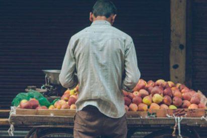 Vendedor pierde toda su mercancía y lo sorprenden con un emotivo gesto