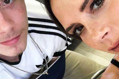 Critican al hijo de Victoria Beckham por subir esta foto de su madre 'en topless'