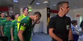 Europa League: El asqueroso ritual de un futbolista ucraniano para refrescarse