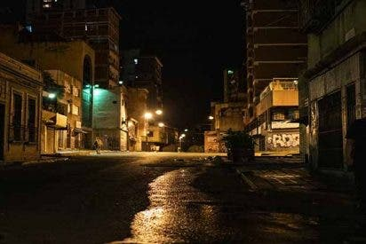 Las fotos de las peligrosas, tristes y desoladas calles de Caracas en penumbras
