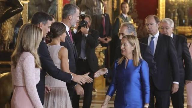 Las cinco lagunas que hunden el comunicado de Casa Real para salvar al caradura Sánchez