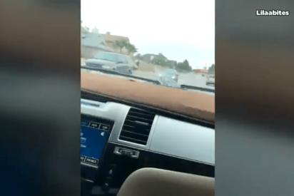 Adolescente roba el BMW de su madre y ella lo persigue cabreada por la carretera para darle cintarazos