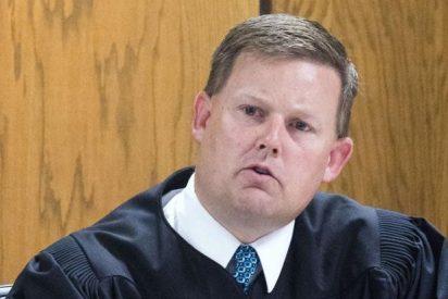 R.W. Buzzard, el 'súper juez' que persigue y caza a dos criminales que intentaban huir de su juzgado