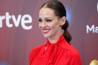 Eva González ha copiado a la Reina Letizia la coleta burbuja y así se la hace