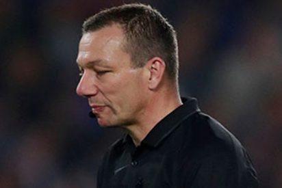 Premier League: Un pene de goma obliga a parar este partido de fútbol