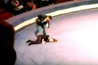 El espeluznante momento en que una joven acróbata se estrella contra el suelo
