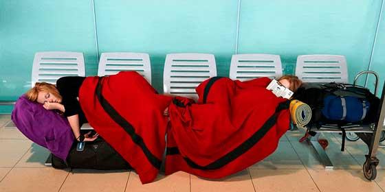 Cómo pasar una noche en el aeropuerto y no morir en el intento