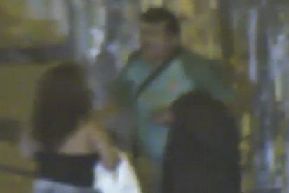 Este hombre agrede brutalmente a su supuesta pareja en plena calle