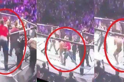 El instante en el que dos facinerosos saltan al octágono y golpean salvajemente a Conor McGregor