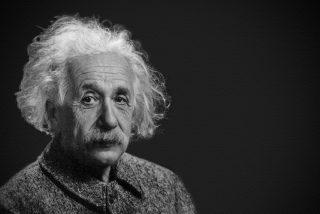 Einstein recibió desde el frente de batalla de la Primera Guerra Mundial una carta de Schwarzschild que ayudó a descubrir los agujeros negros