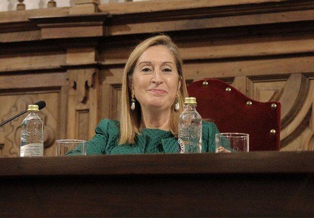 """Ana Pastor, en la UPSA: """"La democracia no es un concepto abstracto, sino una forma de vivir"""""""