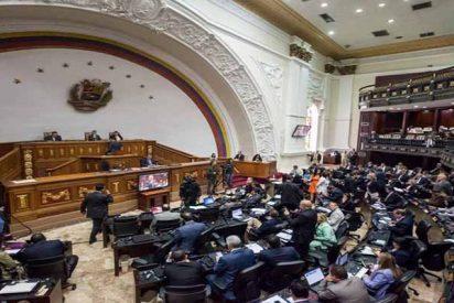 El parlamento venezolano solicita mayor presión internacional contra el régimen de Maduro