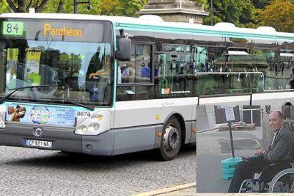 El conductor vacía su autobús para dejar montar a un hombre en silla de ruedas al que nadie hizo hueco