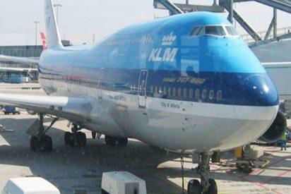 Un trabajador daña el motor de un Boeing valorado en 12 a 35 millones de dólares