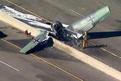 Un avión nazi de la II Guerra Mundial se estrella en una autopista de Los Ángeles