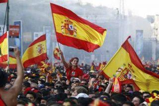 Los mossos de Sant Boi de Llobregat permiten que los matones de los CDR les roben la bandera de España en la comisaría