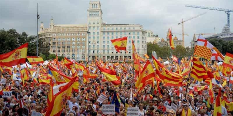 12 de Octubre: Miles de personas reivindican la unidad de España en Barcelona